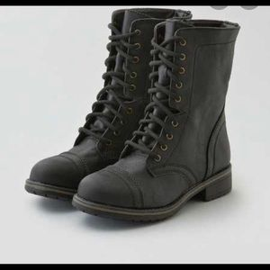 American Eagle lace-up hammer boot